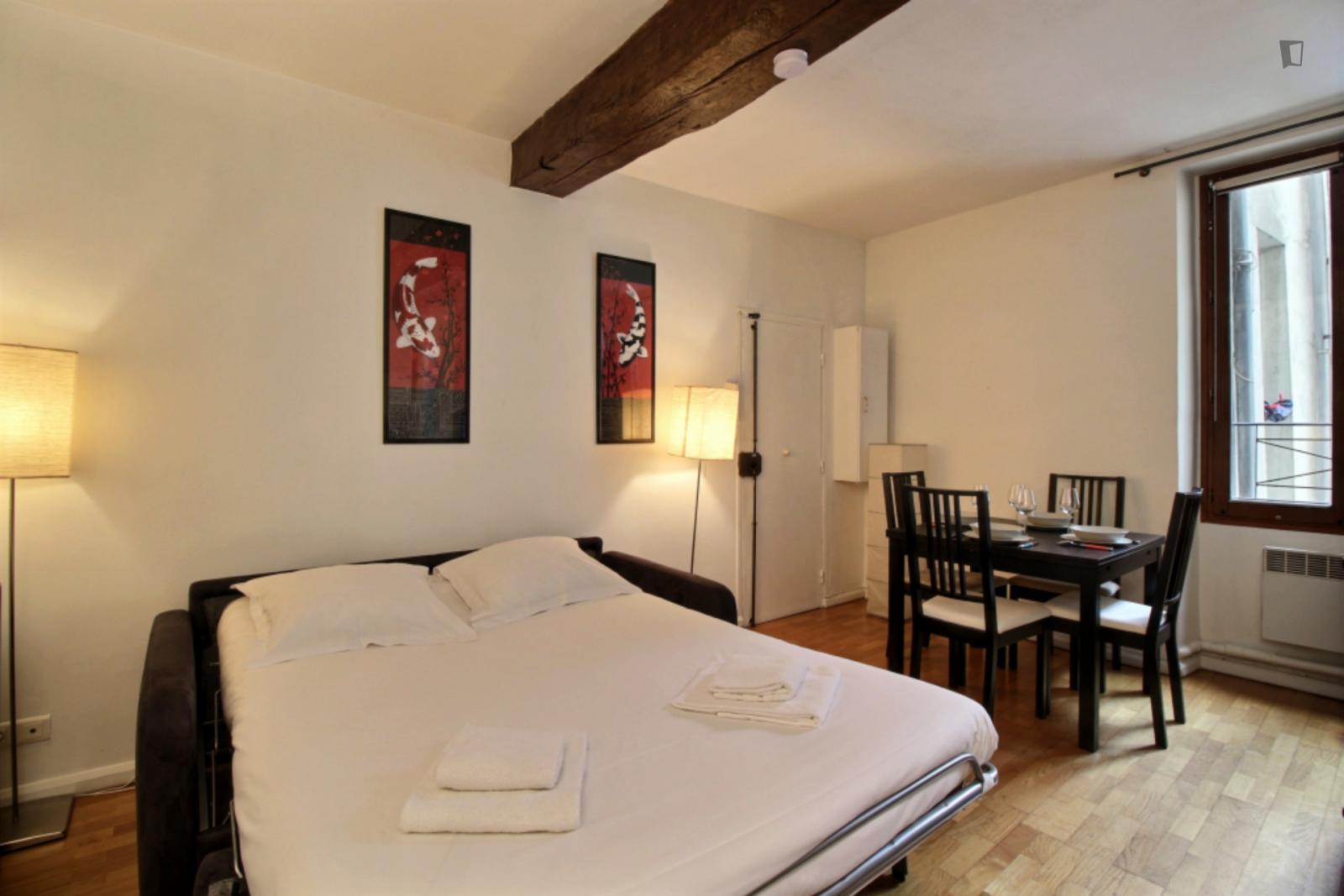 Rue Paul Lelong, 2nd arrondissement of Paris, FR-75 - 1,289 EUR/ month