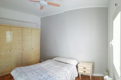 Single bedroom in 6-bedroom apartment