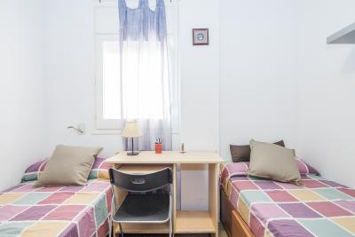 Cosy twin bedroom in a shared apartment in El Poblenou