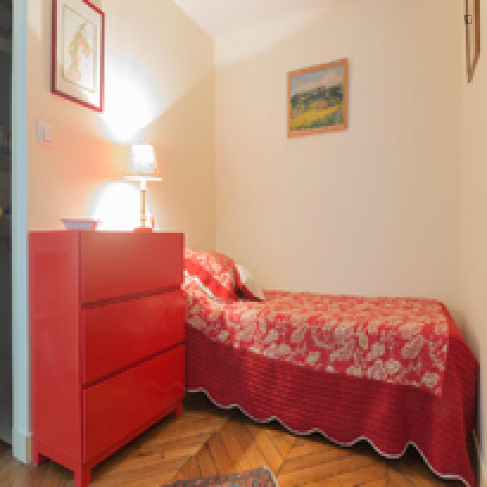 Rue Riboutté, 9th arrondissement of Paris, FR-75 - 1,100 EUR/ month