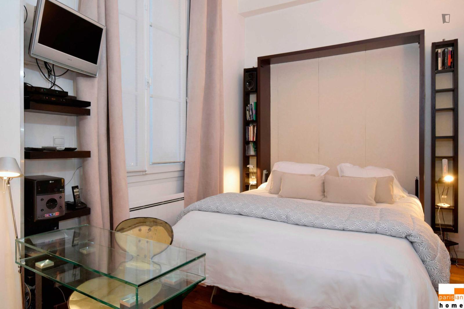 Rue Bailleul, 1st arrondissement of Paris, FR-75 - 2,604 EUR/ month
