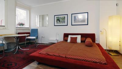 1-Bedroom apartment near the Mehringdamm metro