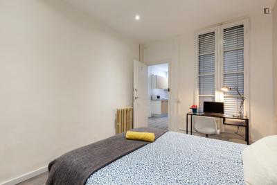 Great double bedroom in a 7-bedroom apartment