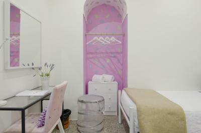 Charismatic twin bedroom in popular Estoril