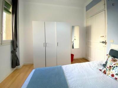 Comfortable single bedroom in a flat, near Santiago Bernabéu Stadium