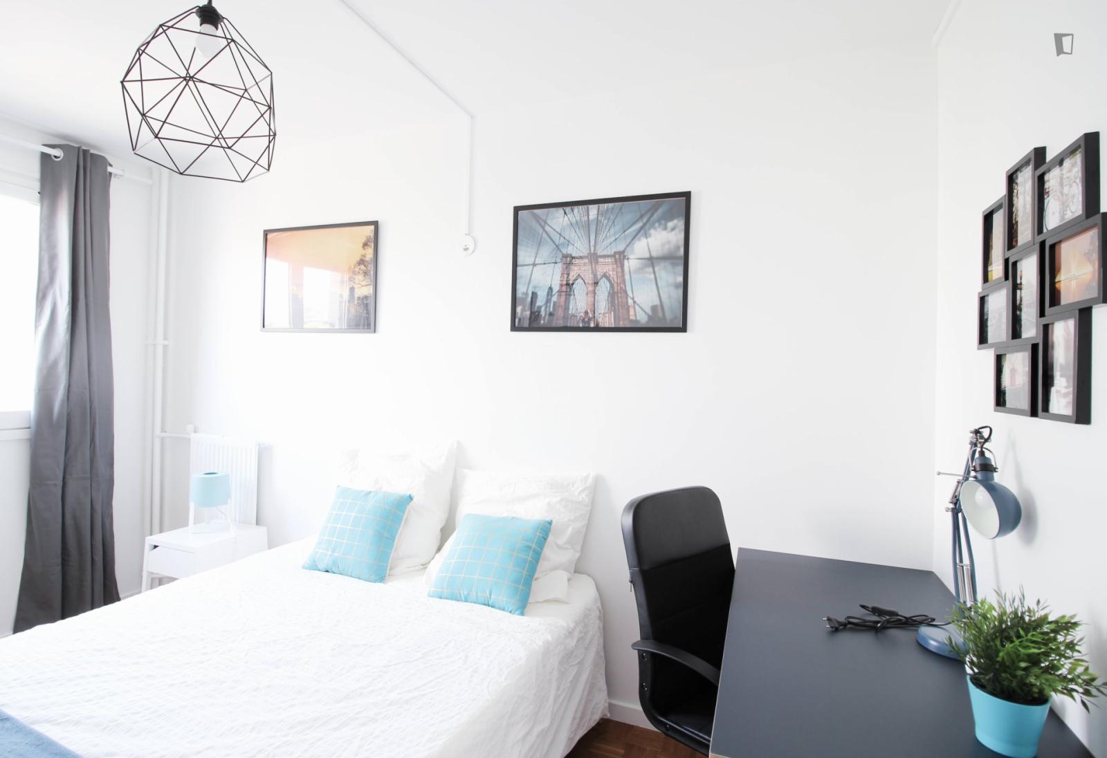 Rue Victor Hugo, Levallois-Perret, FR-92 - 850 EUR/ month