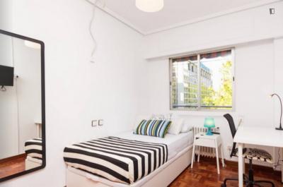 Graceful single bedroom near the Guzman el Bueno metro