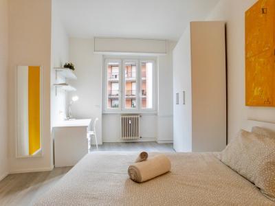 Beautiful double bedroom in 4-bedrooms flat