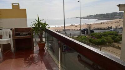 Lovely apartment with a living room with a sofa-bed close to the beach and not far from Nova School os Business and Economics