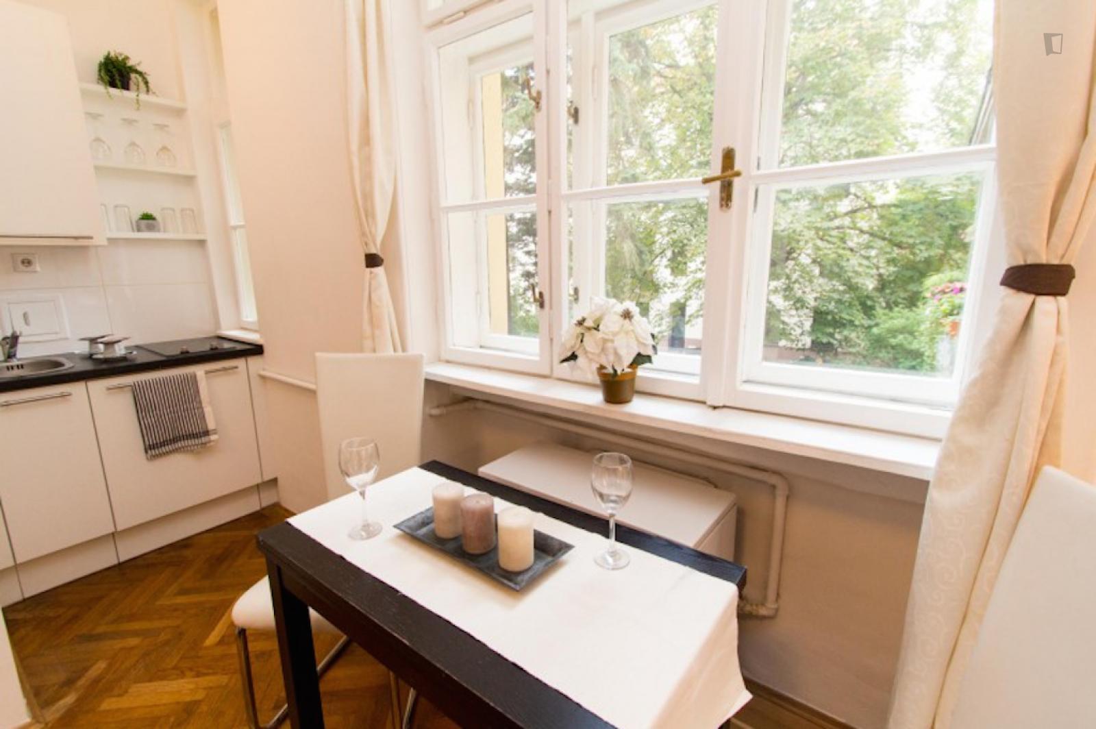 Mollardgasse, Mariahilf, AT-9 - 990 EUR/ month