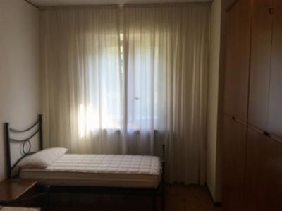 Single Bed in Nice Bedroom in Forlanini