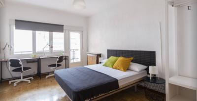 Double bedroom with a balcony, in La Guindalera