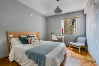 Posh double bedroom near the Amistat-Casa de Salud metro