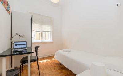 Single bedroom in apartment in Lapa ref 605