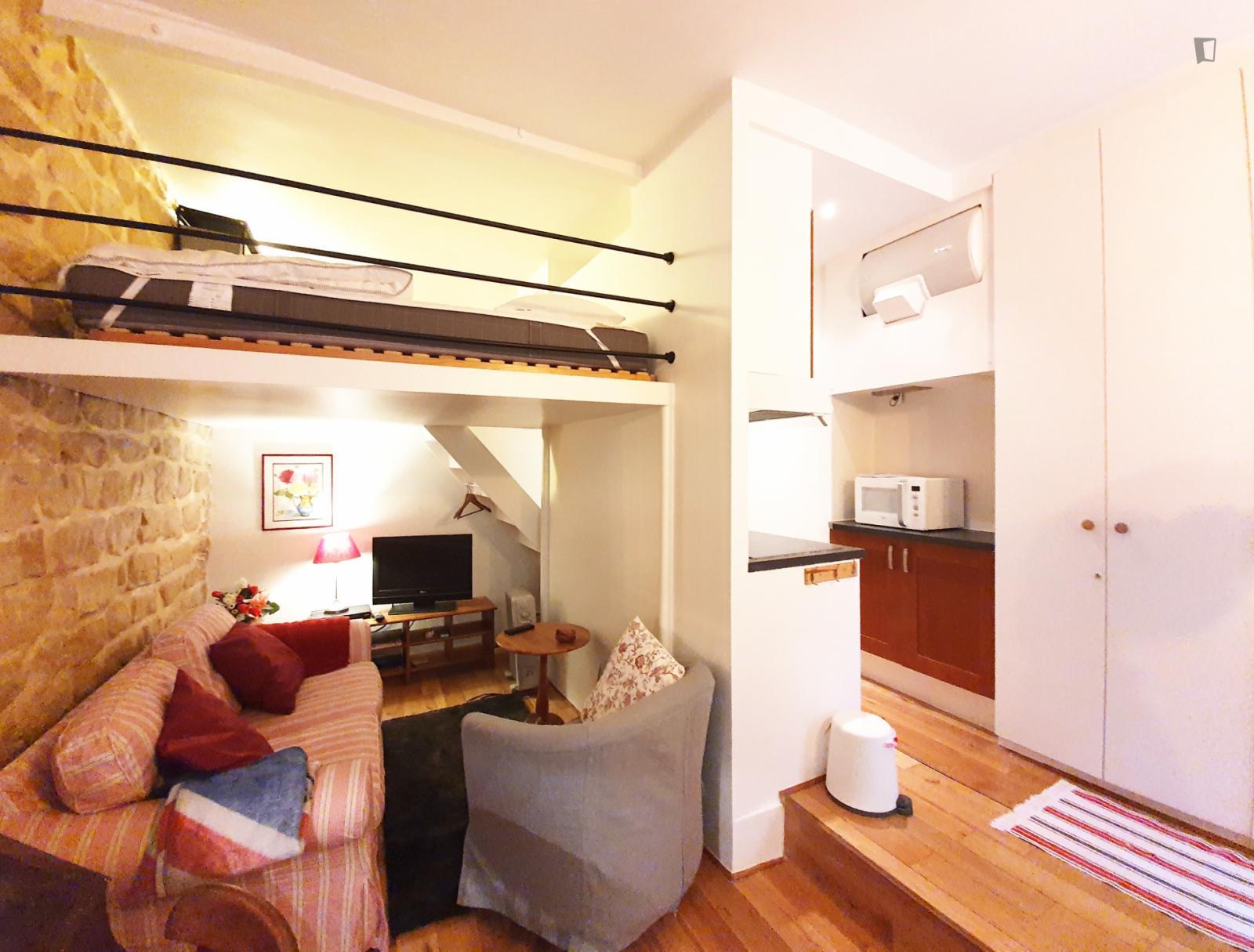 Rue Yvonne le Tac, 18th arrondissement of Paris, FR-75 - 1,050 EUR/ month