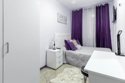 Neat double bedroom in La Sagrera