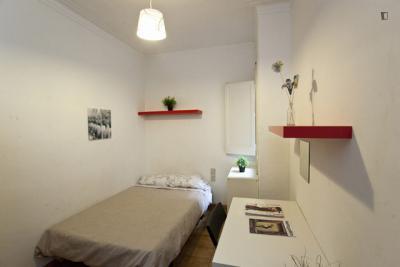 Cosy double bedroom near Parc del Turó del Putxet