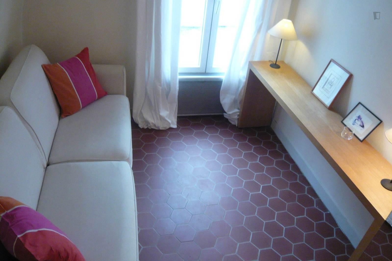 Rue de Mulhouse, 2nd arrondissement of Paris, FR-75 - 1,109 EUR/ month