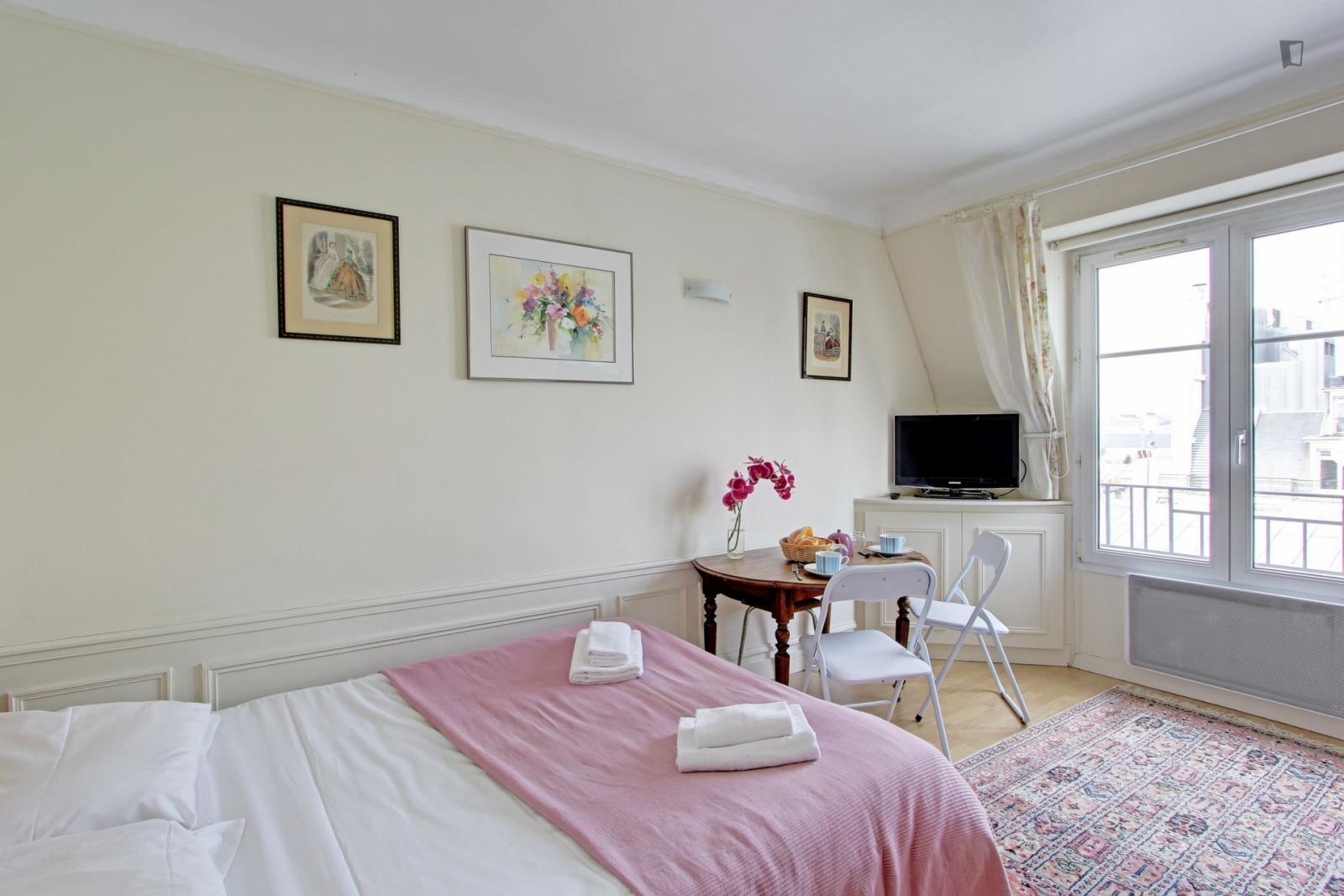Rue Tronchet, 8th arrondissement of Paris, FR-75 - 1,543 EUR/ month