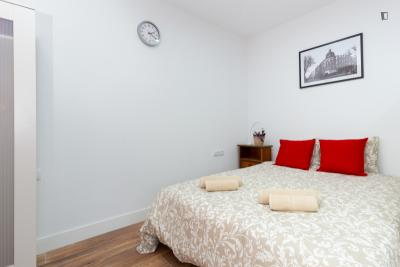 Great looking apartment in proximity to Drassanes metro station