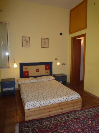 Humble double bedroom with an ensuite bathroom, near the Castro Pretorio metro