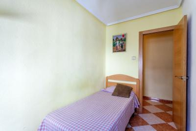 Neat single bedroom in a 4-bedroom apartment in L'Olivereta