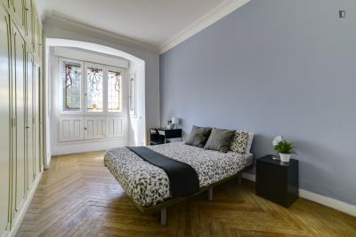 Spacious double bedroom near the Plaza de Oriente