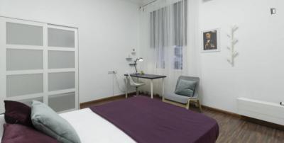 Stanza singola in un appartamento di 9 stanze