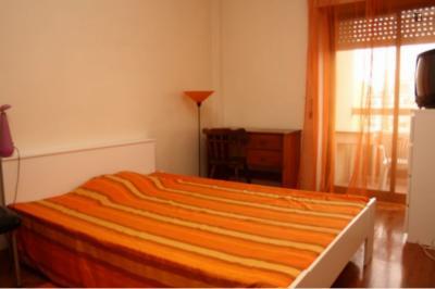 Spacious double bedroom with balcony close to Escola Superior de Comunicação Social