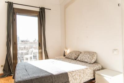 Room for rent in 19-bedroom apartment in Eixample