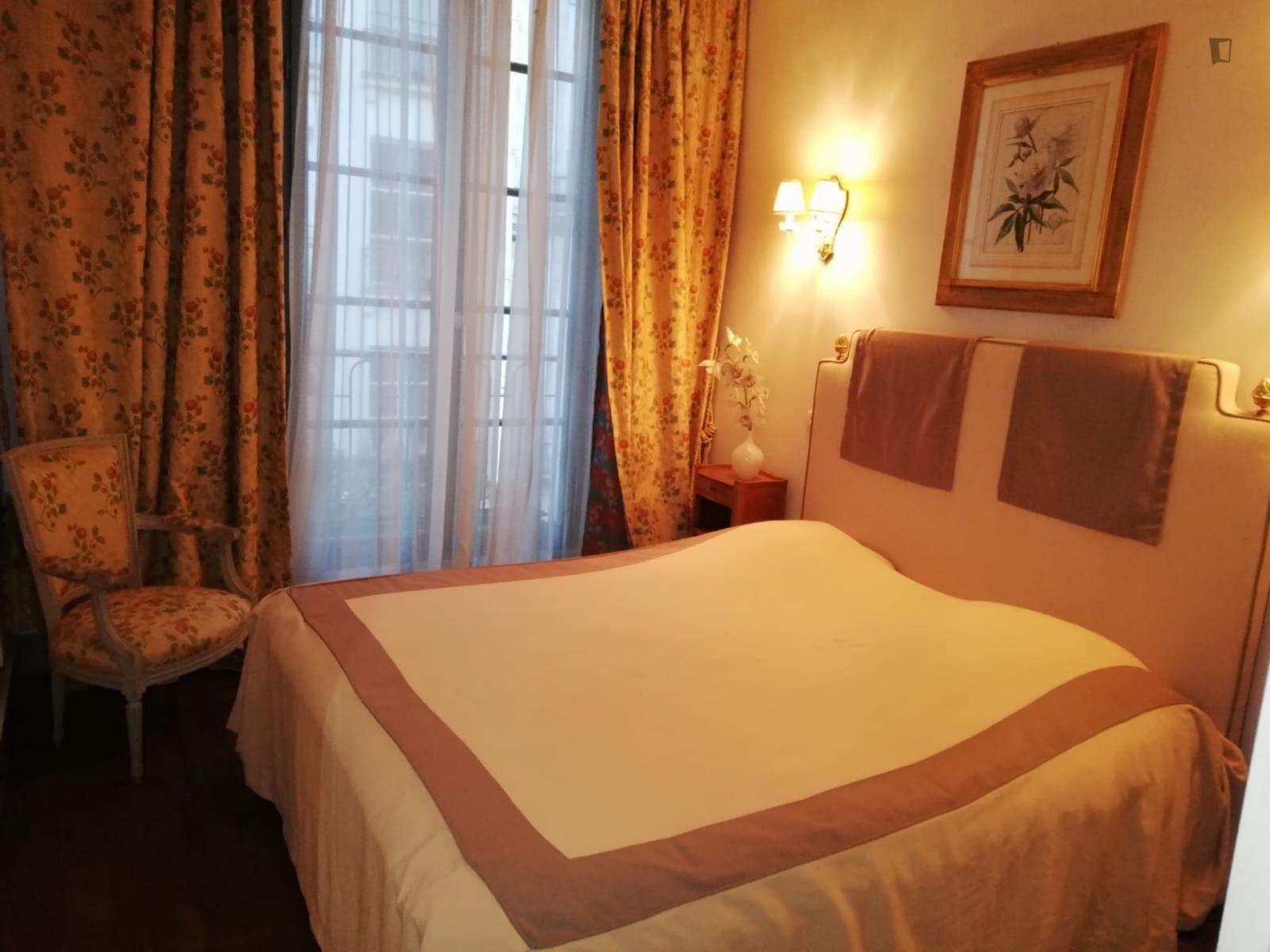 rue saint honoré, 1st arrondissement of Paris, FR-75 - 2,800 EUR/ month