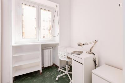 Charming double bedroom in a 6-bedroom apartment near Ponte Testaccio