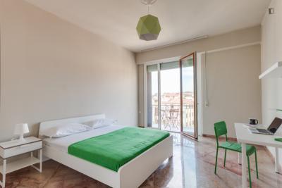 Charismatic double bedroom near Piazza Della Libertà