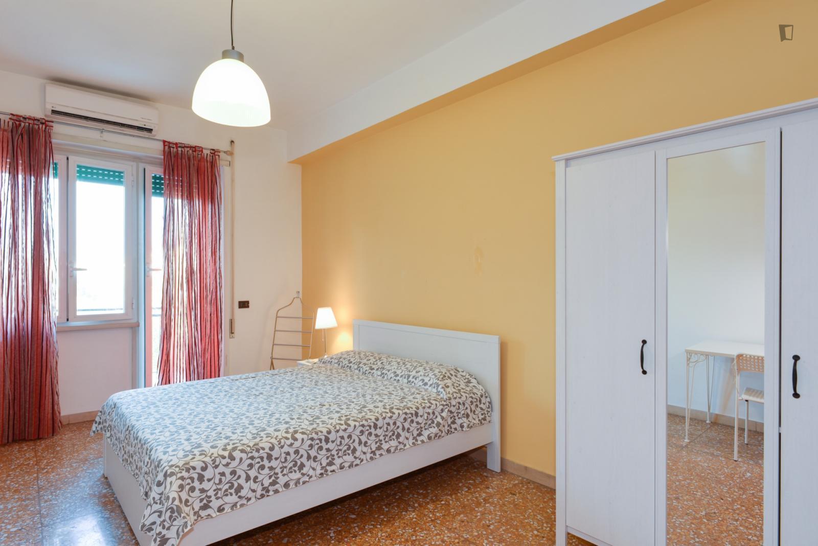 Via Costantino, Rome, ME - 600 USD/ month