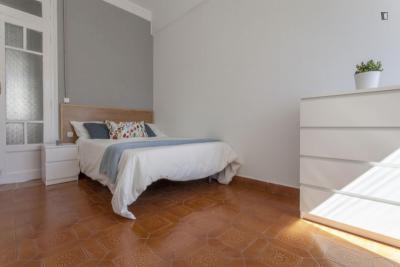 Cool double bedroom in Russafa