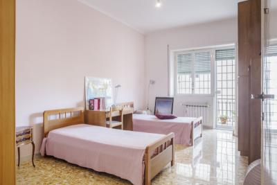 Bedroom in a bright and cozy apartment near Tor Vergata University