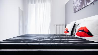Spacious bedroom in Bovisa neighbourhood
