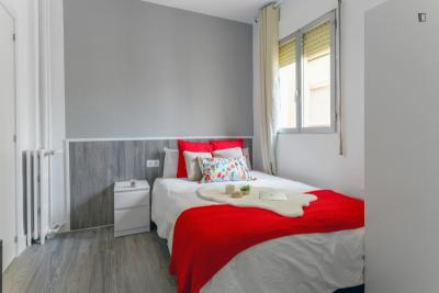Sublime double bedroom in a student flat, in Goya