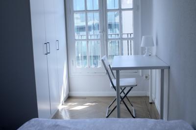 Single bedroom in an 8-bedroom flat, in central Castellana