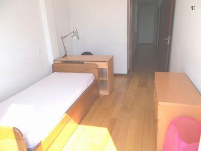 Chambre lits multiples, avec balcon, dans un appartement de 8 chambres