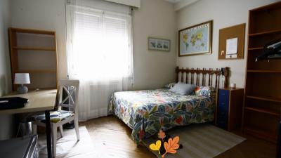 Inviting double bedroom in well-connected Arguelles