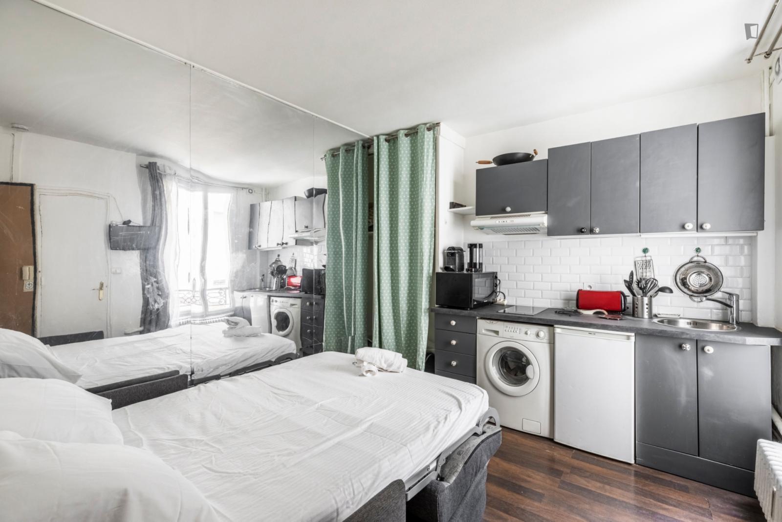 Rue d'Armaillé, 17th arrondissement of Paris, FR-75 - 1,040 EUR/ month
