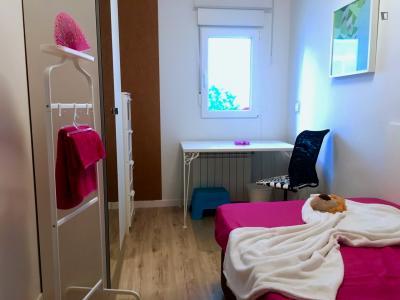 Bright single bedroom in a 4-bedroom apartment near Universidad Carlos III de Madrid and Universidad Juan Carlos