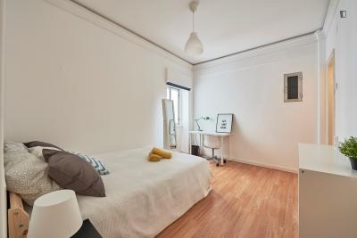 Really nice double bedroom located in Marquês de Pombal