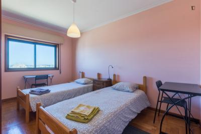 Welcoming twin bedroom