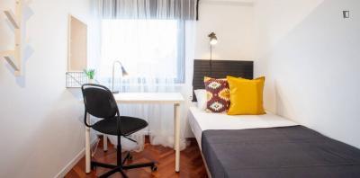 Stanza singola in un appartamento di 10 stanze