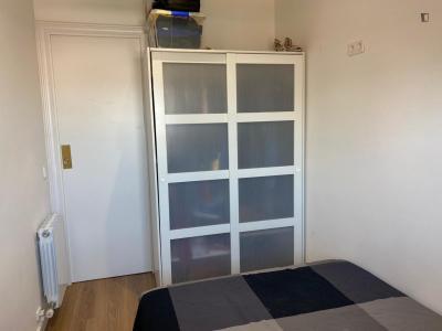 Double bedroom in a 4-bedroom apartment near Santa Eulàlia metro station