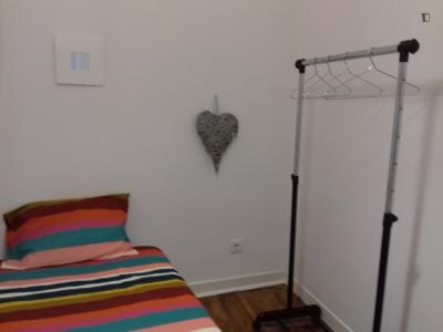 Cool single bedroom close to ISA
