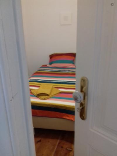 Single bedroom in 5-bedroom apartment near Instituto Superior de Agronomia