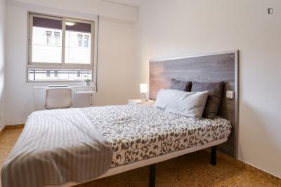 Pleasant double bedroom near Els Orriols